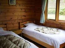 ベッドルームの他に、2段ベッド、お布団のご用意もございます。(一例)