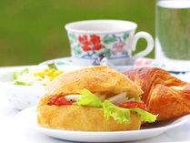 *朝食は洋食となります。パンとサラダ・コーヒーをご用意。パンは日替わりで変わります