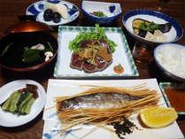*料理一例/名物の「虹鱒の素麺揚げ」や、季節ごとの里山の恵みたっぷりの家庭料理に舌鼓♪