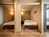 【相部屋】ダブルベッド:6つある内の1ベッドです。シングルよりもベッド総数は少ないので比較的静かです。