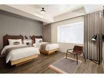 シンプルで機能的な客室。ベッドにはシモンズ製マットレスを使用し寝心地にもこだわりました。