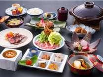 夕食は旬の食材を用いた会席料理。(10品程度)メニューは月ごとに変えております。