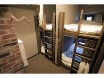 広めの4人部屋(二段ベッド×2)