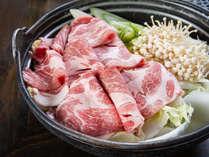 *【夕食一例】イノシシ鍋。肉の癖や臭みがなくヘルシーで、女性にもおススメです。