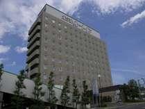 【ホテル外観】自走式立体駐車場(無料)を併設、一部高さ2.1m