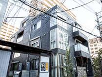 暮らすように泊まるがコンセプト!最寄り駅は中崎町駅 徒歩2分。大阪の中心地 梅田駅まで徒歩10分です♪