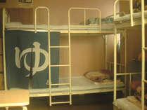 グループ・ファミリー5~6人部屋の室内です。広々2段ベッドです。