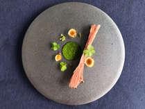 **【夕食一例】地元の食材をふんだんに使用した「宮古島フレンチ」見た目もお楽しみいただけます。