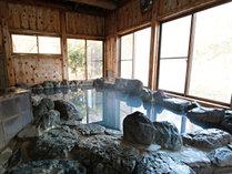 【岩風呂】風情ある岩風呂で思う存分温泉をお楽しみください。