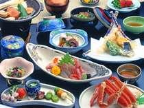 若狭の海の幸を中心に地物で構成した季節の会席料理はオススメのプランです。