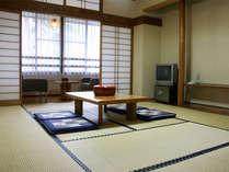 *東館本館客室一例/旧館よりも新しいお部屋タイプ。広縁付きでゆったり。
