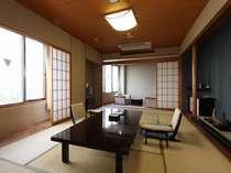 【通常客室】お部屋は標準で12畳なのでゆったり広々寛げますよ!