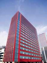 【外観】田町駅より徒歩6分。赤いスタイリッシュなビルが目印。