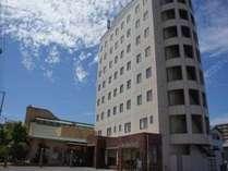 ☆サンロイヤルホテル外観☆天気の良い日の当館です♪