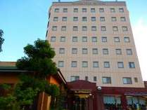 ☆サンロイヤルホテル外観☆(正面)