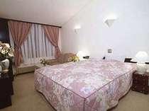 ダブルベッドのお部屋はカップルやご夫婦にお薦めです