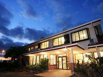 四郎ケ浜荘は、海辺にたつ宿です