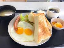 100円朝食は「おにぎりセット」「トーストセット」の2種。作りたてなので、少しお時間を頂きます。