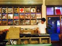 併設のレコード屋では50年代から現在まで多ジャンル取り扱ってます。
