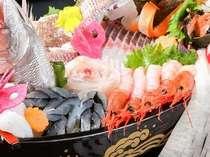 舟盛は仕入れ状況により異なります(写真は2人前イメージ)皿盛で提供させて頂く場合もございます。