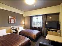 【スタンダードツインルーム】ベッド幅:110cm、Wi-Fiスポット設置、40型液晶TV、WOWOW視聴可能