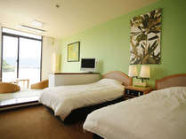 客室は、それぞれにテーマカラーが異なり、雰囲気も様々。写真は、オリーブカラーで統一した和洋室