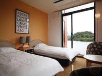 ビタミンカラーで彩られた客室は、清潔感いっぱい