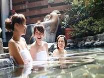 姉妹館「佳松苑」は美人の湯といわれる夕日ヶ浦温泉。大浴場では変わり湯船も楽しめる!