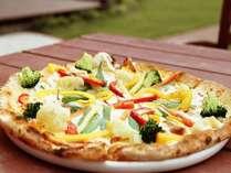 こだわりチーズに地野菜や新鮮魚介を用いたモチモチ食感のピッツァをお愉しみ下さい♪