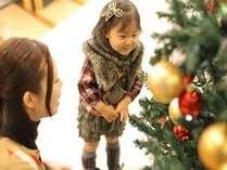クリスマスシーズンには、レストラン入口に大きなツリーが登場します