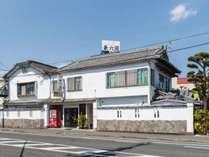 *【外観】延岡駅近くのレトロな雰囲気のあるビジネス旅館