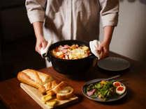レンタルアイテムのホーロー鍋を使えば、本格的な調理もお手軽にしていただけます。