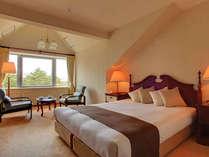 【本館・五色の森】ダブル/34平米/ゆとりのクイーンサイズベッドを配置したお部屋です。