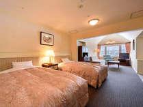 【本館・五色の森】デラックスツイン(58平米)。最上階に位置する前室付きのペントハウスです。