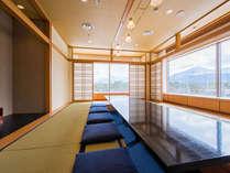 和食レストラン「和楽」。大きな窓から雄大な磐梯山を望む当ホテルの和食メインレストラン。