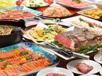 色とりどりの豊富な料理が並ぶバイキング。親子3世代で楽しめる約50種類の豊富な和洋中メニュー。