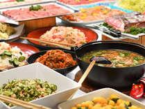 大人気の「こづゆ」や「イカ人参」など、心温まる郷土料理も魅力のバイキング。