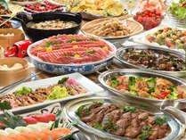 【バイキング】色とりどりの豊富な料理が並ぶ。親子3世代で楽しめる約50種類の豊富な和洋中メニュー。