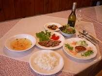 ☆日替わりのメニュー☆この日は和風ローストビーフがメインの夕食