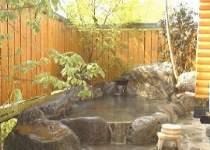 天気のいい日には満点の星空が美しい「柊」の専用露天風呂