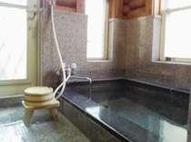 掛け流しの温泉、「柊」の内湯
