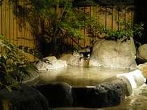 夜の「柊」の専用露天風呂・・・