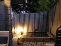 夜の「花梨」専用露天風呂・・・