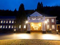 【ホテル外観】森のテラスの夜景