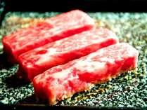 【国産牛の石焼き】遠赤外線効果で、とってもジューシーに!お好みの焼き加減でどうぞ!