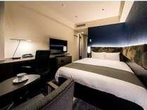 《スーペリアダブル》広さ 約20平米/ベッド 161cm×203cm/バス・トイレ別セパレートタイプ