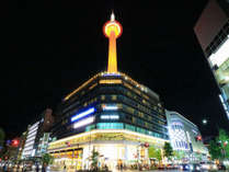 【京都タワー】当館より<徒歩1分>で行ける京都のシンボルマーク!!夜の京都を素敵にライトアップ★