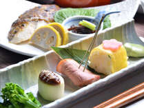 【夕食】季節の色を取り入れた前菜。