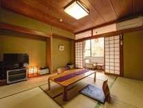 *【客室・8畳】窓は山側に面しており、四季折々の風景と共にゆったりとおくつろぎ頂けます。