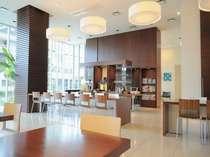d-cafe/天井高4mの開放的な空間(WiFi利用可)